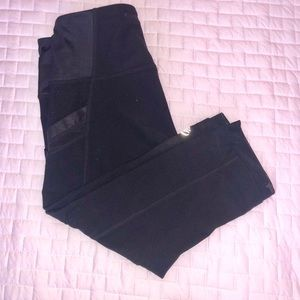 MPG small black 3/4 leggings with cell pockets